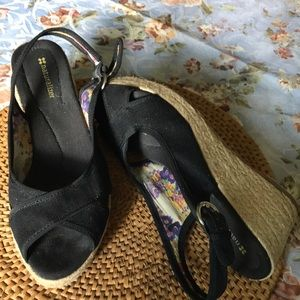 Adorable wedge sandals perfect for NOW!!